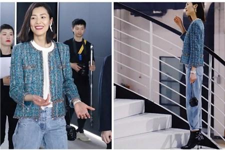 模特刘雯驾驭小香风牛仔裤,休闲街拍秀长腿