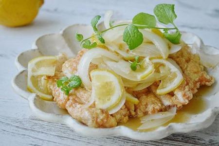 柠檬美白排毒功效多,用来做菜味道绝了