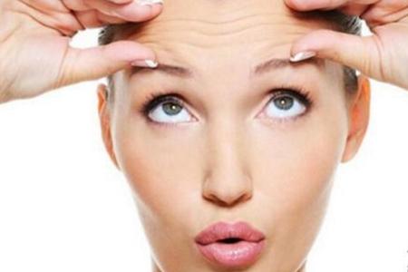 怎样去额头皱纹最有效,女生保持年轻的四个小方法