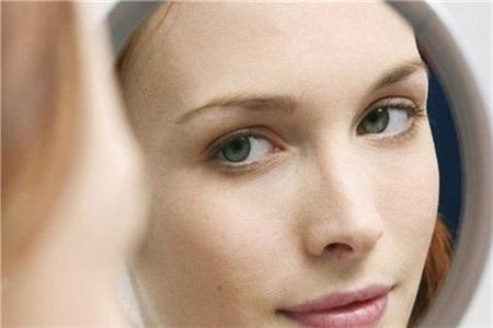 眉毛长痘是什么原因?做好护肤不一定有效,但要关注身体这个地方