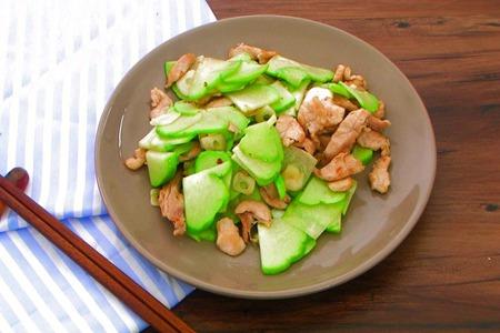 佛手瓜功效助消化,口感清爽的小炒肉做法