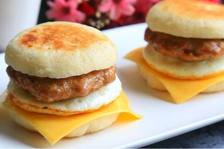 家庭自制猪柳蛋汉堡的做法,美味英式早餐简单菜谱