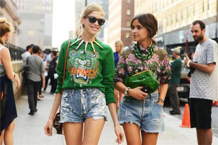 夏季卫衣怎么穿搭成时尚潮流,这几种经典搭配要知道