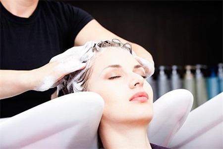无硅油洗发水好吗?女性可根据头皮情况来护发