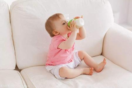 宝宝总是吐奶怎么办,做好这三件事让孩子吃的更好