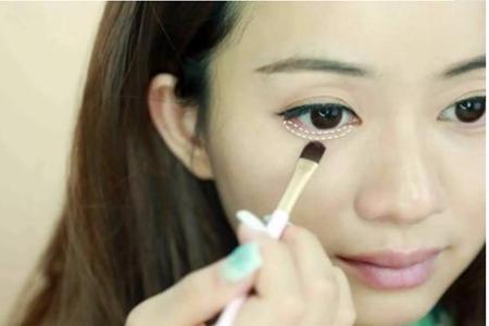 女生放大双眼妆容的秘诀,就是卧蚕加睫毛的眼妆