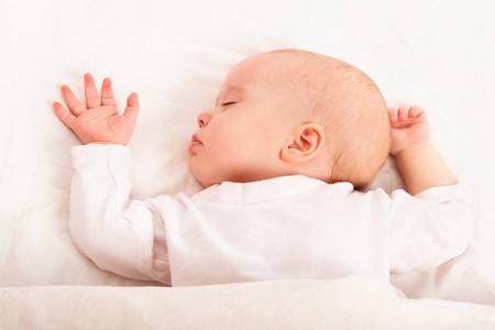 新生儿护理需要注意的事情,打嗝吐奶如何处理最恰当