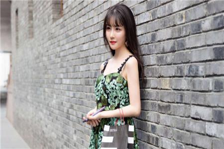 漂亮的裙装让女人自信有魅力 这三款裙子穿出门旅行回头率百分百