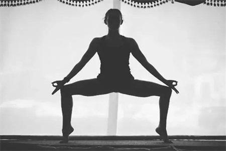 两组有利于减肥的瑜伽动作,满足你所有对美的追求