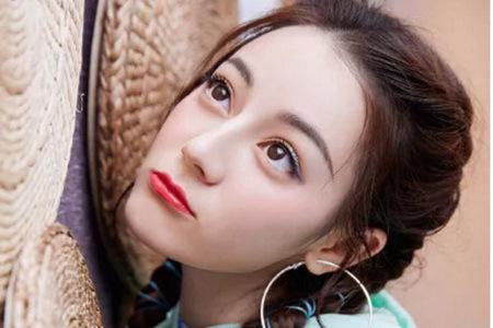 热巴蓝绿系冷感大眼妆,夏日彩色眼线打造清爽妆容