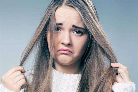 女生头发毛躁怎么办,四个小方法滋养干枯的发质