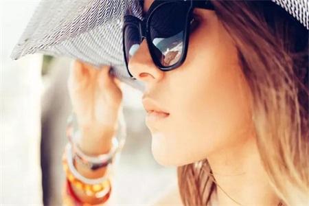 眼部怎样防晒?选择太阳镜保护眼睛也能给眼睛防晒