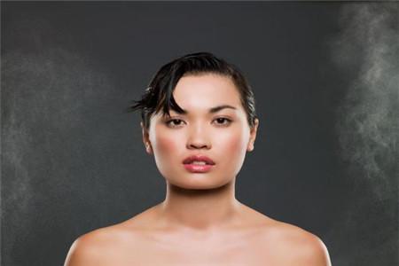 年过三十的女性应该如何做好脸部保养工作 化妆品的选择是大关键