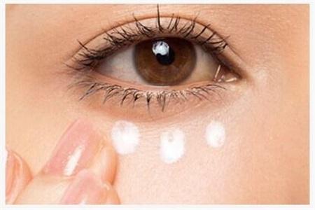眼霜可以去黑眼圈眼袋吗?眼霜其实和面霜的功能差不多