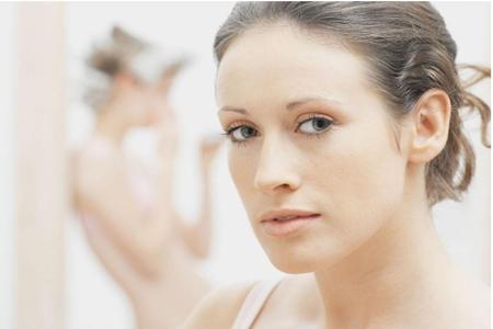 春天女生肌肤敏感粗糙,换季更加要注重保湿护肤