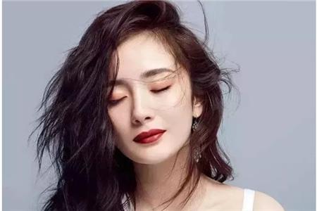 女生显脸小的三种发型,微卷中分修饰脸型