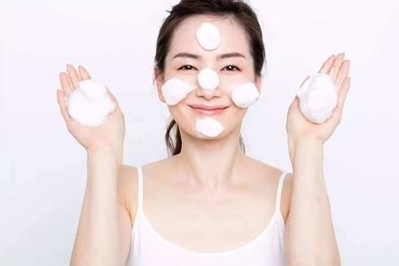 女生护肤先要学会洗脸,洗面奶泡沫越多越好吗