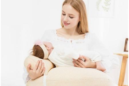 女性产后乳腺炎的前兆,如何分辨和乳房胀痛的差别