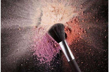 女生好看的妆容少不了化妆刷,彩妆工具的挑选方法