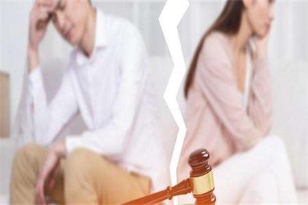 情感问题:爱人经常赌博不顾家,是否应该离婚