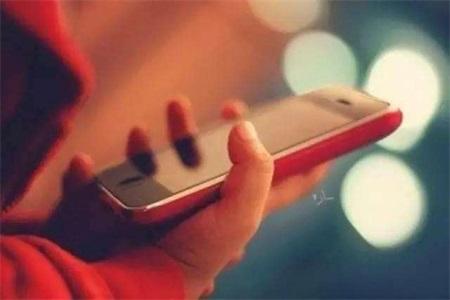 父母没收孩子的手机是好是坏,其实应该给予孩子信任