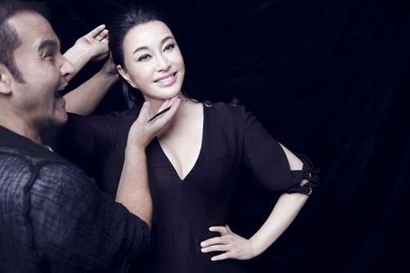 毛戈平改妆换头上热搜,曾为刘晓庆打造少女妆容