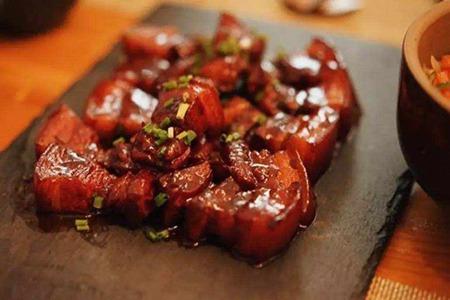 红烧肉的做法窍门,家常美食的制作食谱