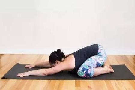 瑜伽动作不难练,女性产后也可以练的瑜伽动作