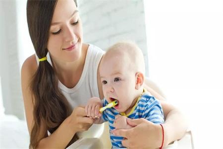 宝宝长牙不按顺序是发育不好吗,家长需要关注宝宝口腔健康
