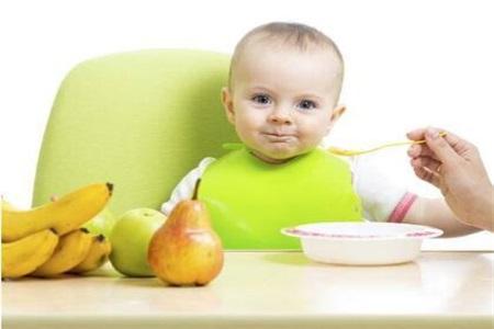 六个月宝宝辅食食谱不必繁琐,添加辅食考虑这三点即可