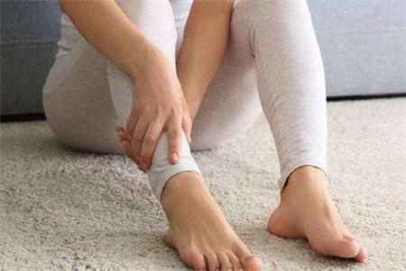 膝盖疼是怎么回事,女