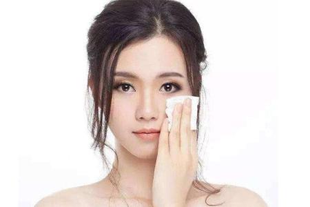 闭口粉刺是什么,女生长闭口的护肤方法
