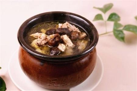 适合孕妇的乌鸡汤做法,放入这些食材可以补气血
