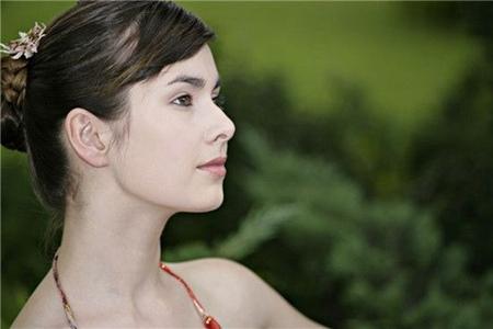 女性脖子上长小肉粒的原因,不同五种类型分开治疗