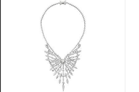 周大福珠宝演绎当代奢华,收购钻石品牌设计项链首饰