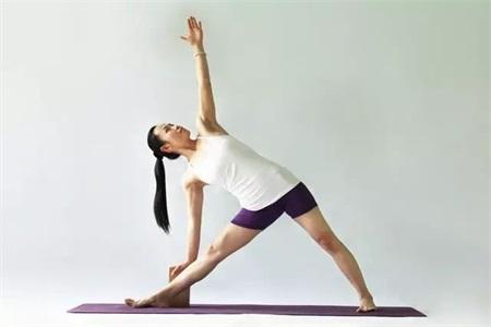 練習瑜伽排毒養顏,四個瑜伽動作讓你越練越年輕