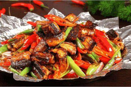 红烧黄鳝的家常详细做法步骤,煮成浓汤营养满分