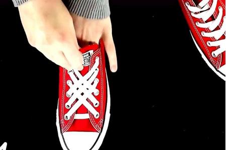 女孩五种系鞋带的简单方法,鞋子绑好看牢固的步骤图解