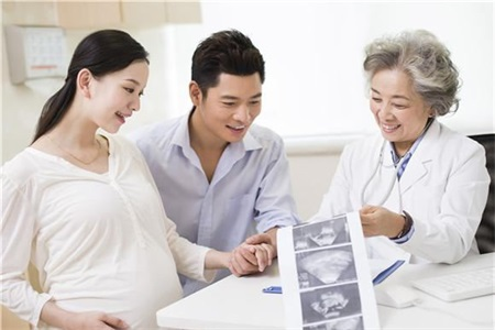 女性怀孕有妊娠反应很正常,但是一定要做好产检