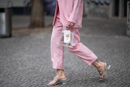 水晶高跟鞋清涼美麗,女性的透明涼鞋更有魅力