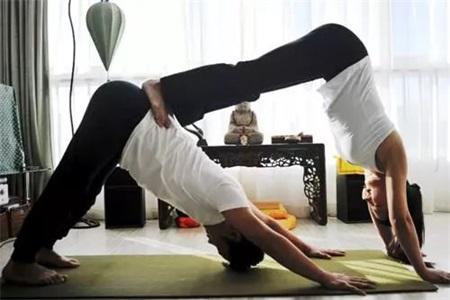 同房姿势108种,双人瑜伽换个姿势爱带给你不一样的感受