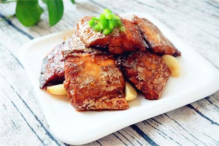 国庆美食新主张,红烧带鱼的家常做法快来安排