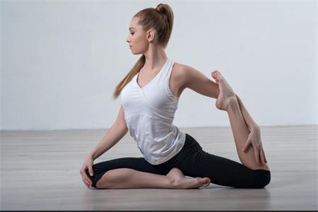 同房姿势108种,女生练好这三个瑜伽动作还能瘦腿