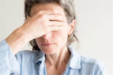 更年期症状有哪些,女性安稳度过更年期需要这样做