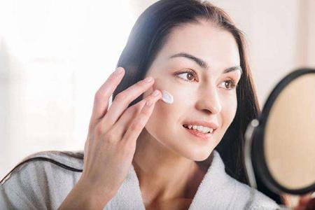 隔离霜有什么作用,女性控油化妆的秘密方法