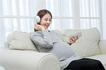 孕妇应该怎么进行胎教?胎教故事对宝宝的发育有好处