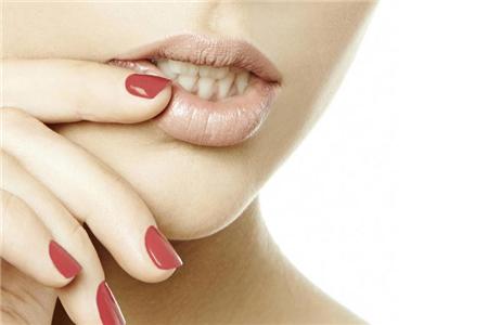 嘴唇干燥怎么办,这两种方法解决干皮嘴唇烦恼