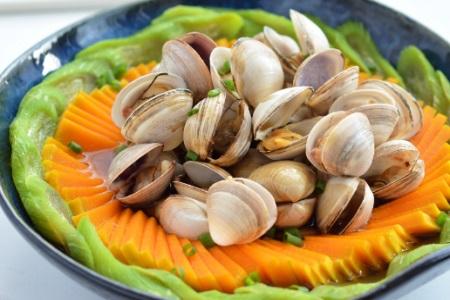 花蛤的做法 和素菜蒸一蒸就非常美味而且还减脂