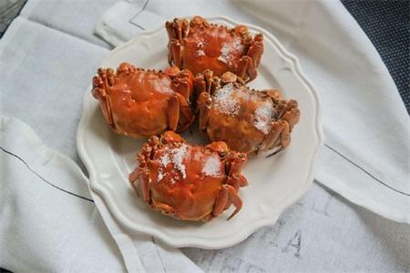 别再做清蒸大闸蟹了,大闸蟹怎么吃好 盐焗的更有风味
