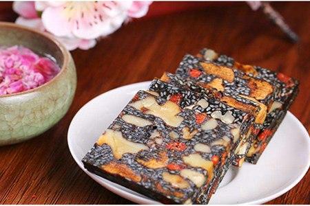 阿胶糕的六种功效与作用,教女生正确的食用方法
